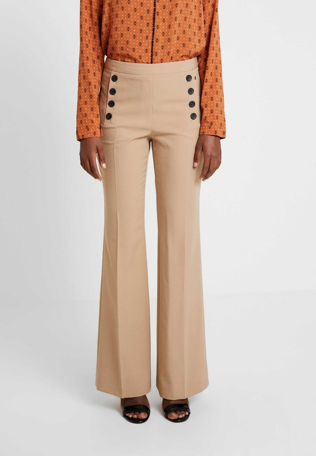 TROUSER WITH BUTTONS - Tygbyxor - beige/kamel