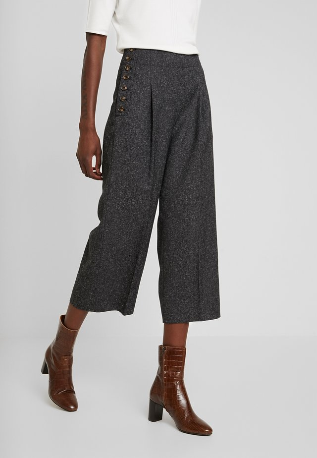 CULOTTE WITH BUTTON - Stoffhose - dark grey