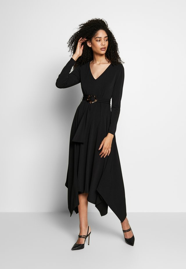 DRESSWITH BUCKLED BELT - Jersey dress - black
