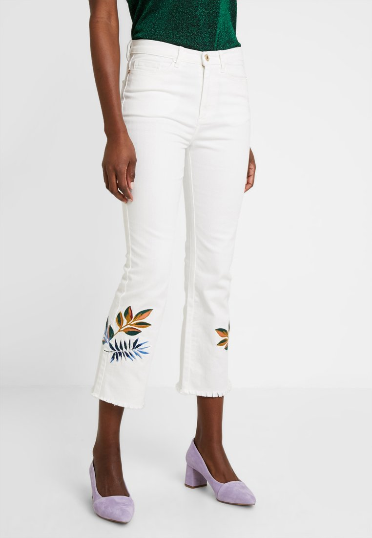 Pedro del Hierro - CROP WITH EMBROIDERED FLOWER - Jeansy Straight Leg - white