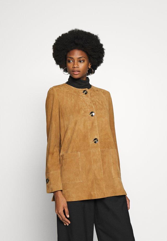 Krátký kabát - beige/camel