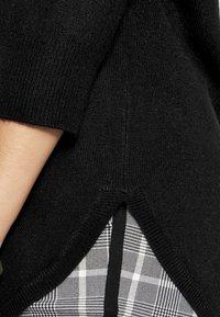 PETER HAHN - Langærmede T-shirts - black - 4