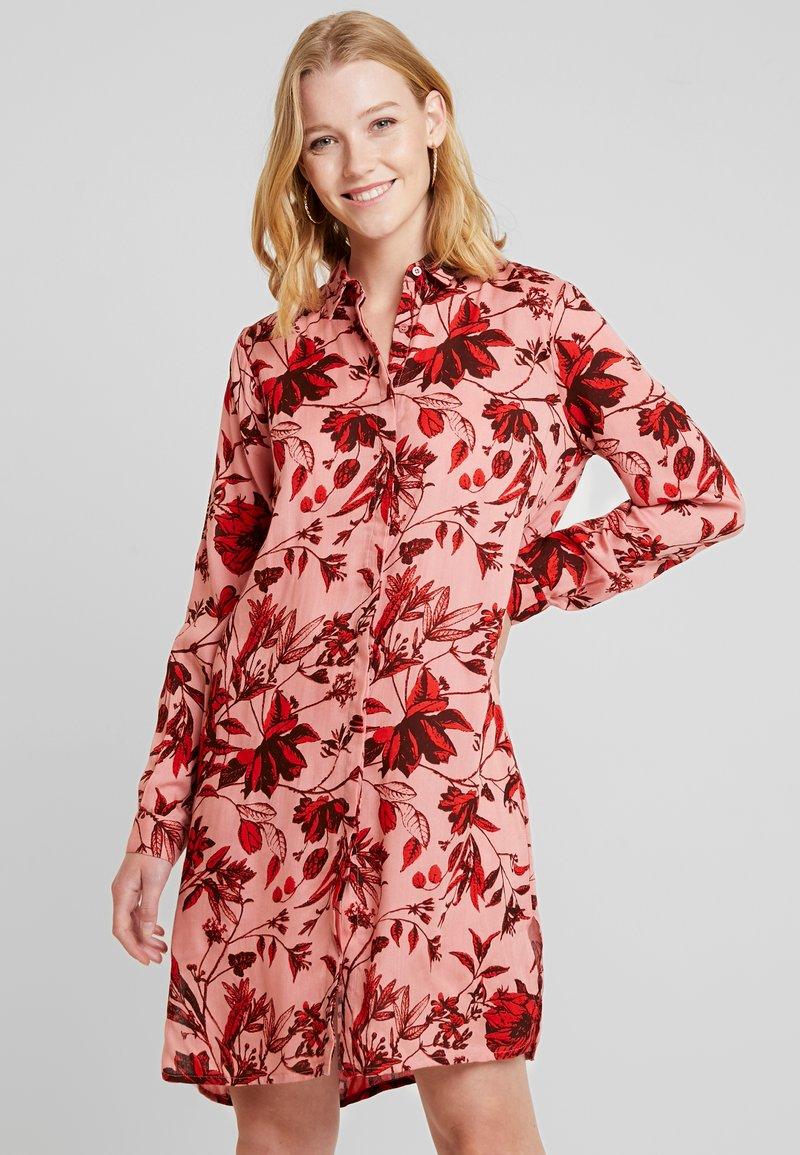 PEPPERCORN - LOVISA DRESS - Blusenkleid - rosetta