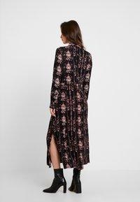 PEPPERCORN - LOUISA DRESS - Skjortekjole - black - 2