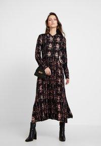 PEPPERCORN - LOUISA DRESS - Skjortekjole - black - 1