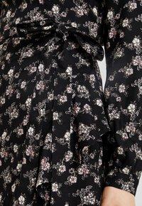 PEPPERCORN - WRAPAROUND DRESS FLOWER PRINT - Vapaa-ajan mekko - black/combi - 5