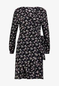 PEPPERCORN - WRAPAROUND DRESS FLOWER PRINT - Vapaa-ajan mekko - black/combi - 4