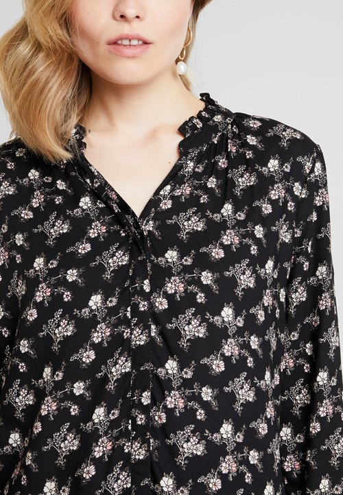 ZMNIEJSZONE O 50% Peppercorn FLOWER PRINT - Koszula - black combi Odzież Damska BTLM-RI6