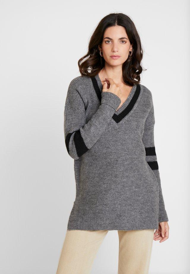 LAURETTA - Stickad tröja - grey mel
