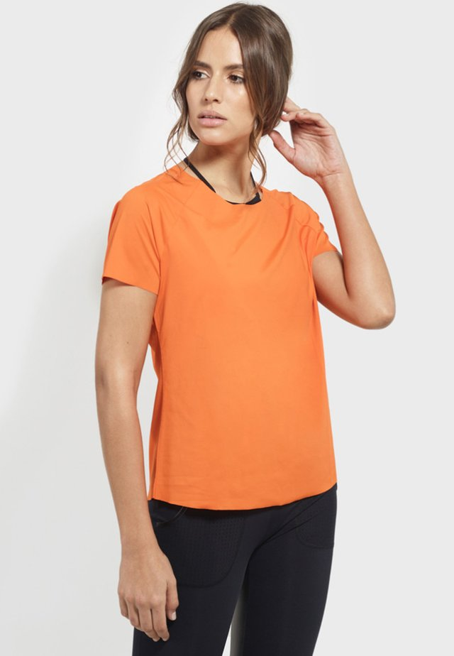 FREE LIVING  - Print T-shirt - orange