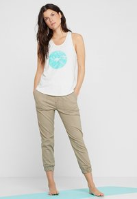 PrAna - GRAPHIC TANK - Top - white forest - 1