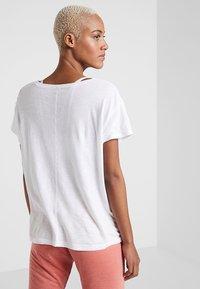 PrAna - CHEZ  - Print T-shirt - white - 2
