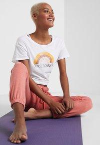 PrAna - CHEZ  - Print T-shirt - white - 1