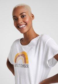 PrAna - CHEZ  - Print T-shirt - white - 3