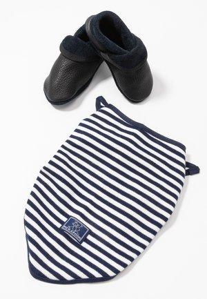 KLASSIK SET - Chaussons pour bébé - enzianblau