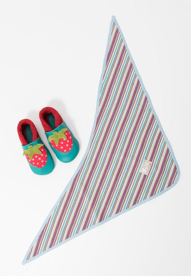 ERDBEERE SET - Babyschoenen - berry/waikiki