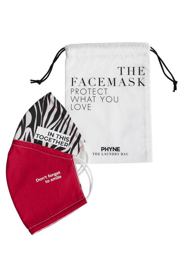 2 PACK - Community mask - maske 1: rot/rosamaske 2: schwarz-weiß/rotwäschebeutel: offwhite