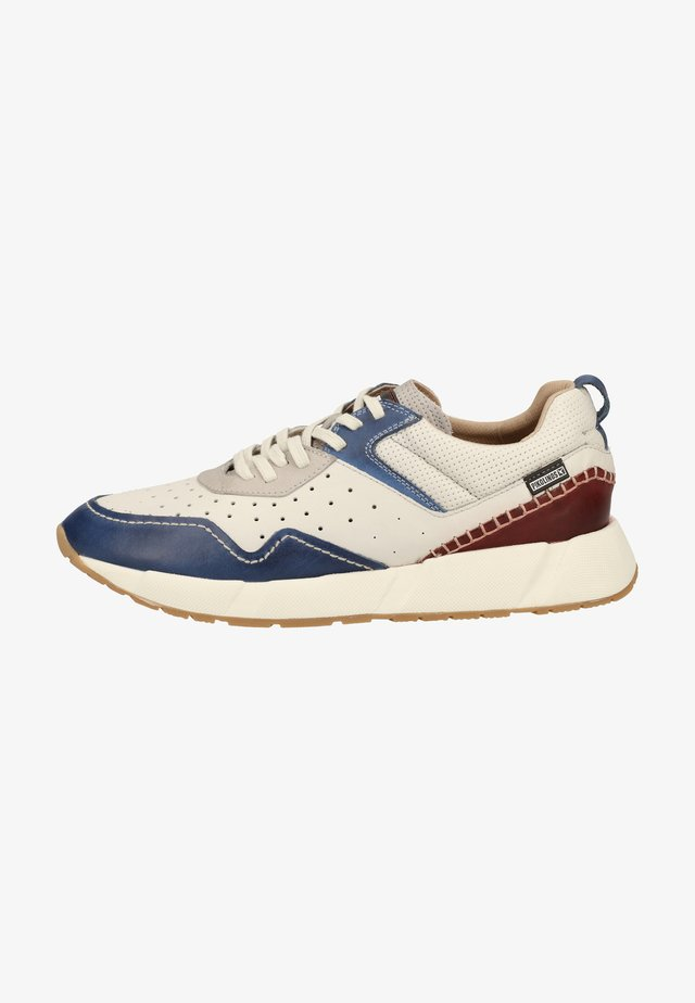 Trainers - royal blue