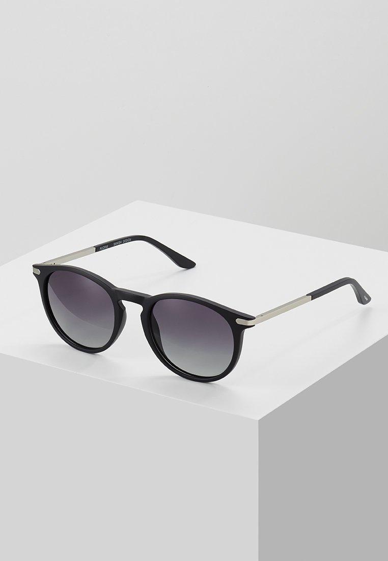 Pilgrim - SUNGLASSES MACON - Sonnenbrille - black