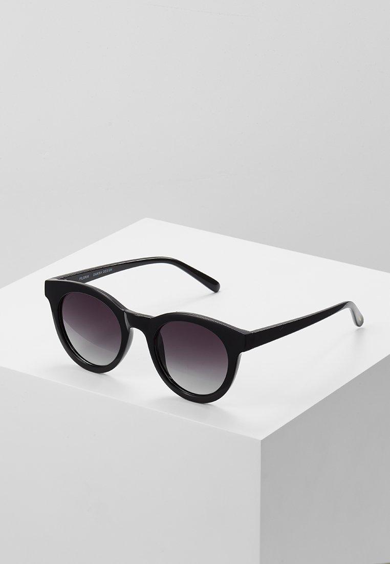 Pilgrim - SUNGLASSES TAMARA - Sluneční brýle - black
