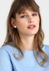 Pilgrim - EARRINGS WYNONNA - Boucles d'oreilles - silver-coloured - 1