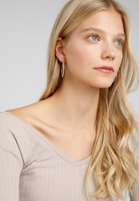 Pilgrim - EARRINGS LAYLA  - Oorbellen - silver-coloured - 1