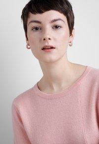 Pilgrim - EARRINGS  - Earrings - silver-coloured/rose - 1
