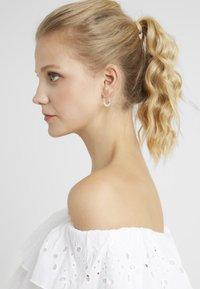Pilgrim - EARRINGS KIKU - Earrings - silver-coloured - 1