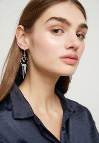 Pilgrim - EARRINGS KIKU - Örhänge - silver-coloured - 1