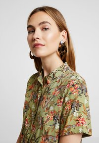 Pilgrim - EARRINGS CARO - Boucles d'oreilles - gold-coloured - 1