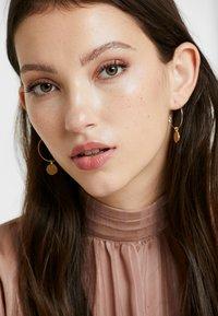 Pilgrim - EARRINGS VERDANDI - Earrings - gold-coloured - 1