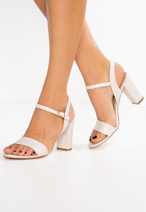 Sandalias de tacón - white