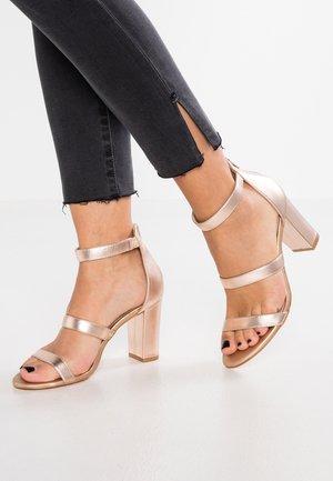 Sandales à talons hauts - rose gold