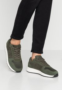 Pier One - Zapatillas - khaki - 0
