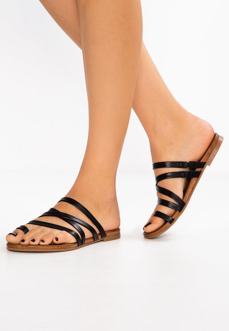 Pier One - Sandalias de dedo - black