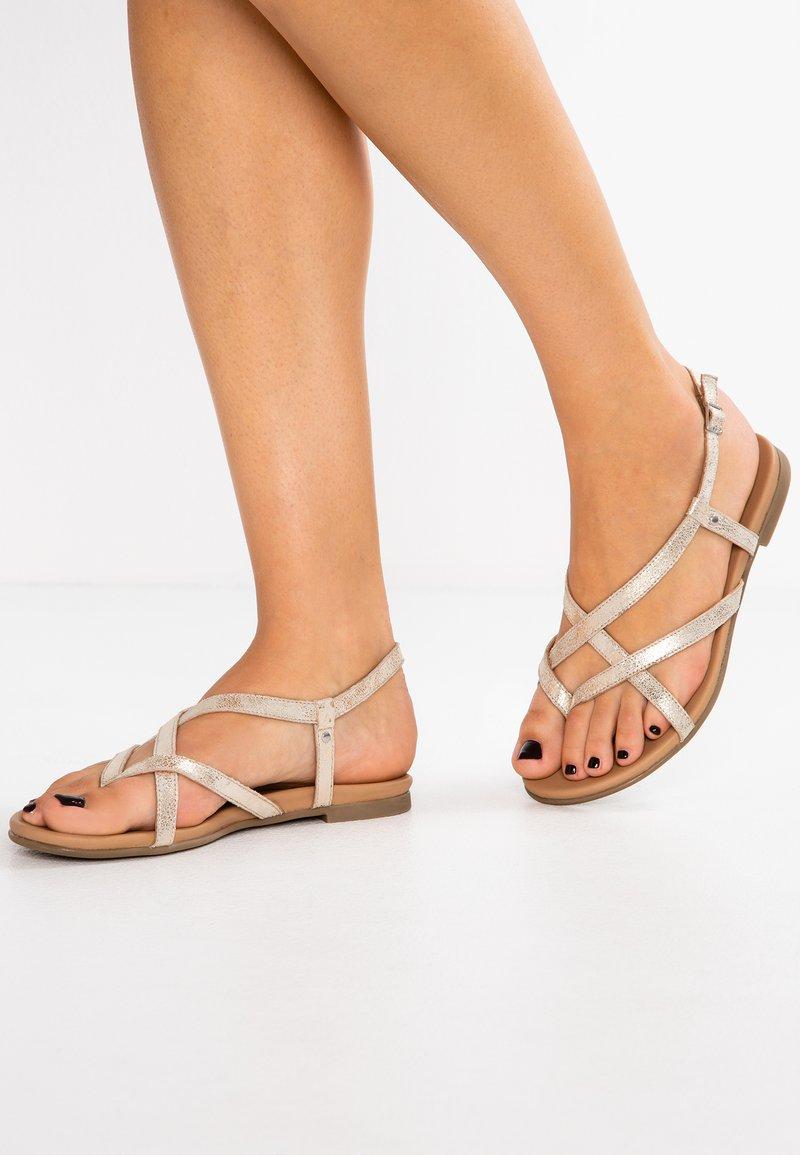 Pier One - Sandály s odděleným palcem - gold