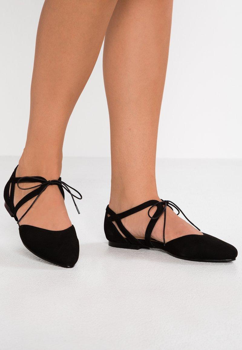 Pier One - Ballerinat nilkkaremmillä - black