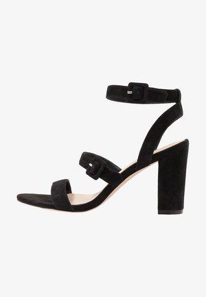 Sandały na obcasie - black