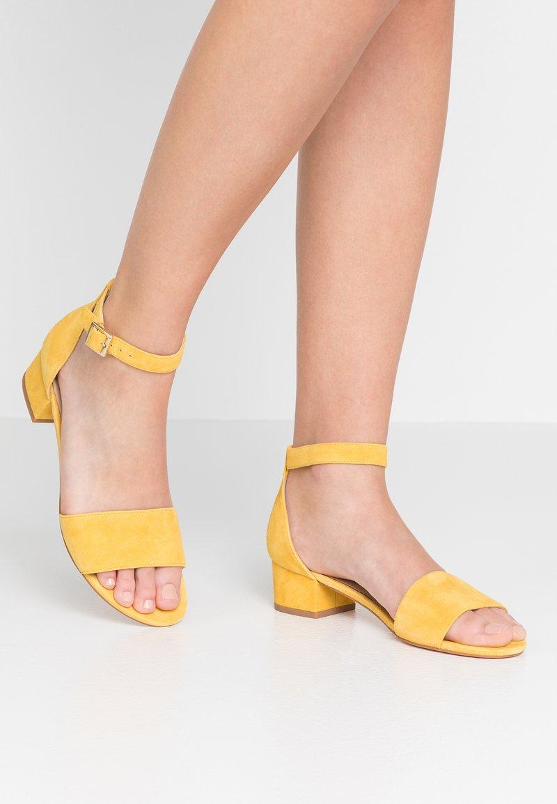 Pier One - Sandaler - yellow