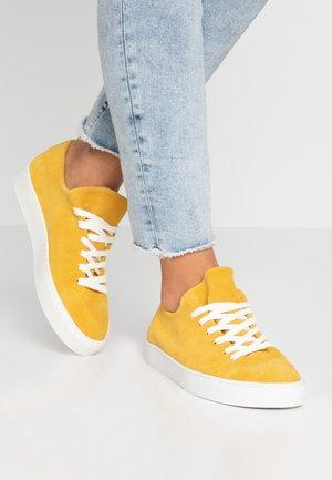 Joggesko - yellow