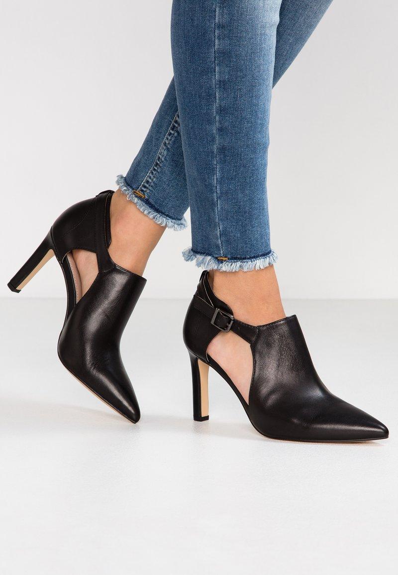 Pier One - Kotníková obuv na vysokém podpatku - black