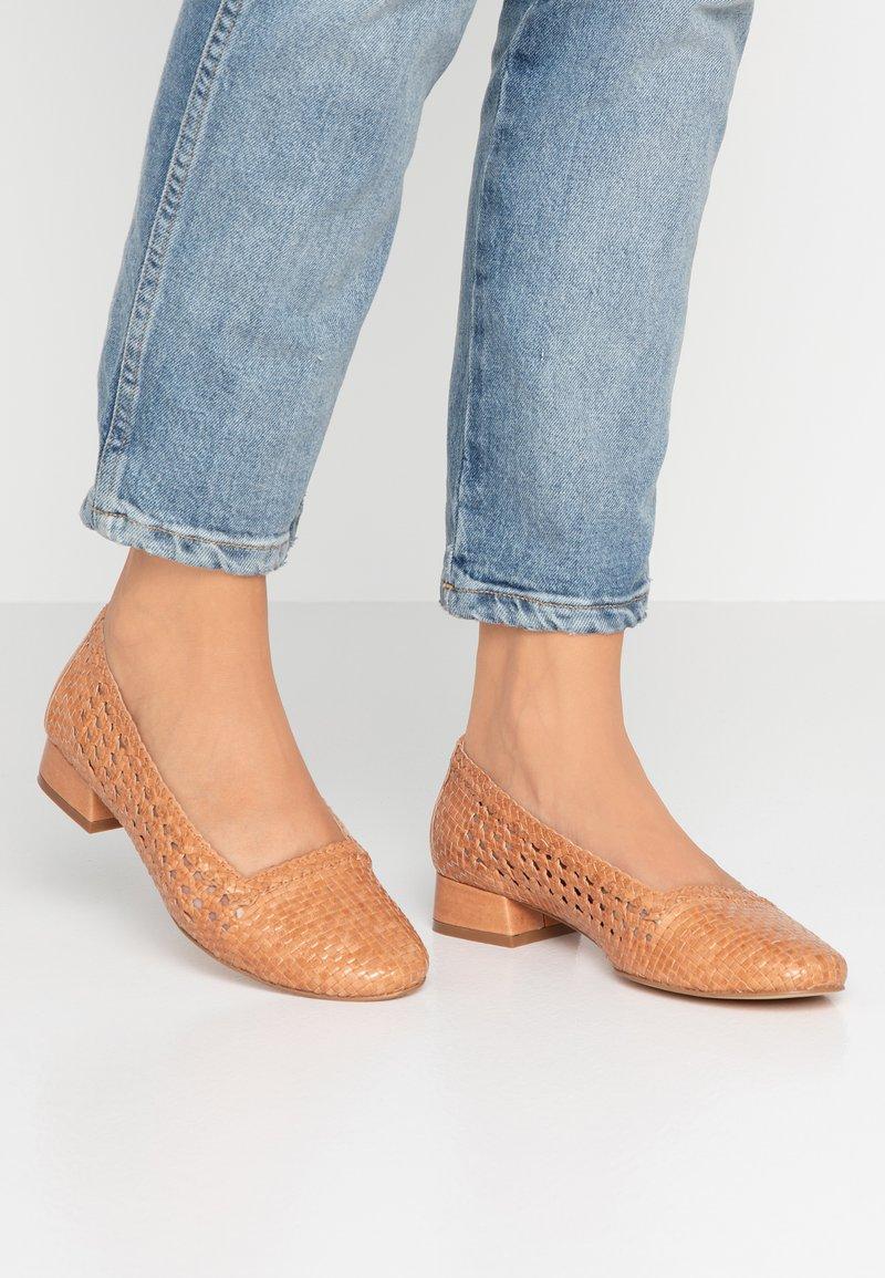 Pier One - Classic heels - cognac
