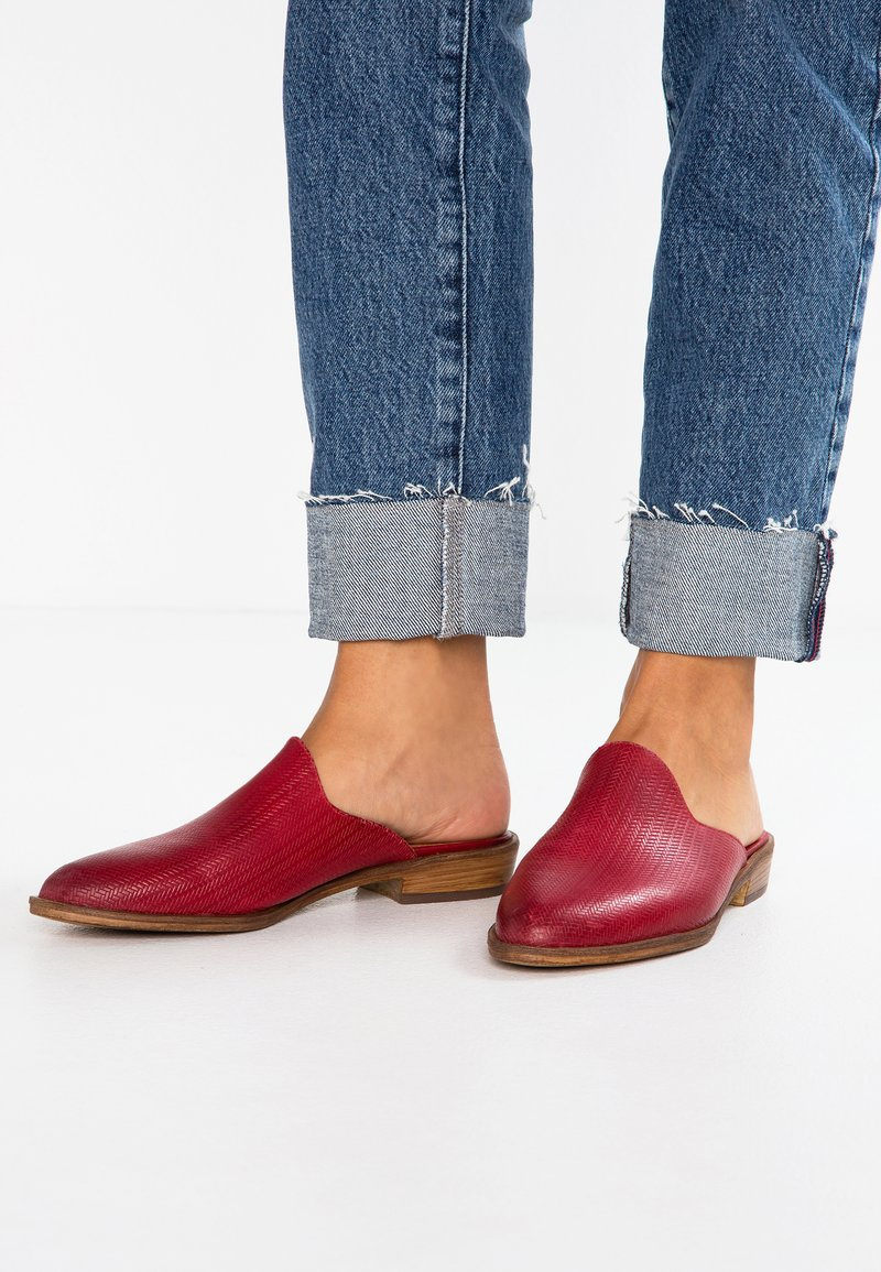 Pier One - Mules - red