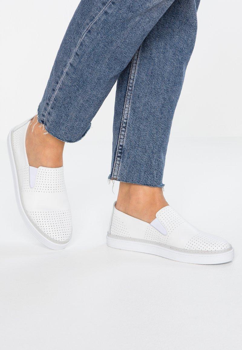 Pier One - Nazouvací boty - white