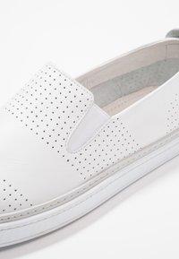 Pier One - Nazouvací boty - white - 2