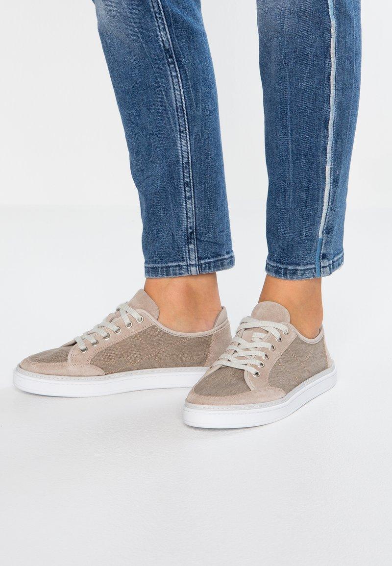 Pier One - Sneakers - beige