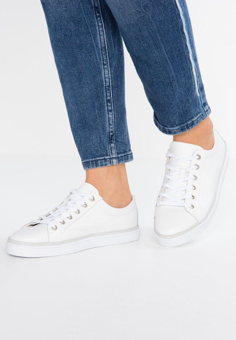 Pier One - Sneaker low - white