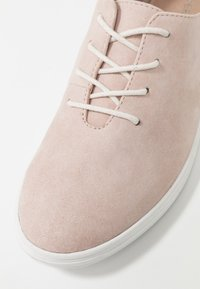 Pier One - Chaussures à lacets - rose - 2