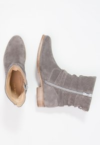 Pier One - Classic ankle boots - grey - 2