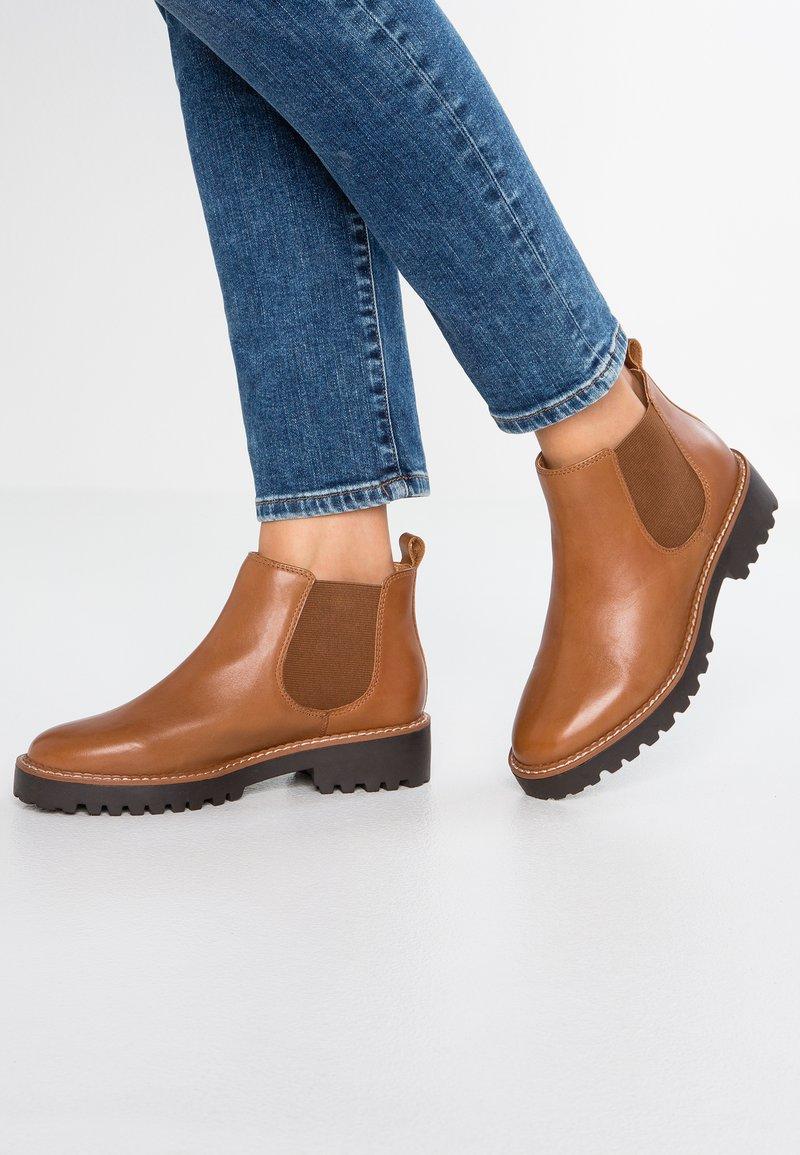 Pier One - Ankle Boot - cognac
